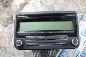 Radio / Stereo - VW Golf, e-Golf -11 DE2633 1K0035186AA BP7647201360